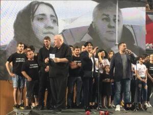 По всем признакам у небольшого количества людей в Грузии начинается просветление. Попытка гордых детей гор показать свой национальный характер привела к тому, что в начале от них ушла, Абхазия, затем Южная Осетия, ну а теперь судя по всему в очередь становится Аджария.