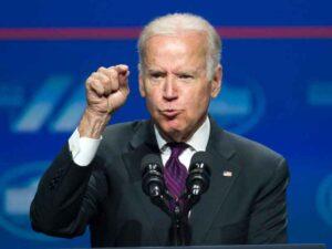 """Владимир Путин ответит за """"вмешательство"""" в президентские выборы в США, заявил американский лидер Джо Байден."""